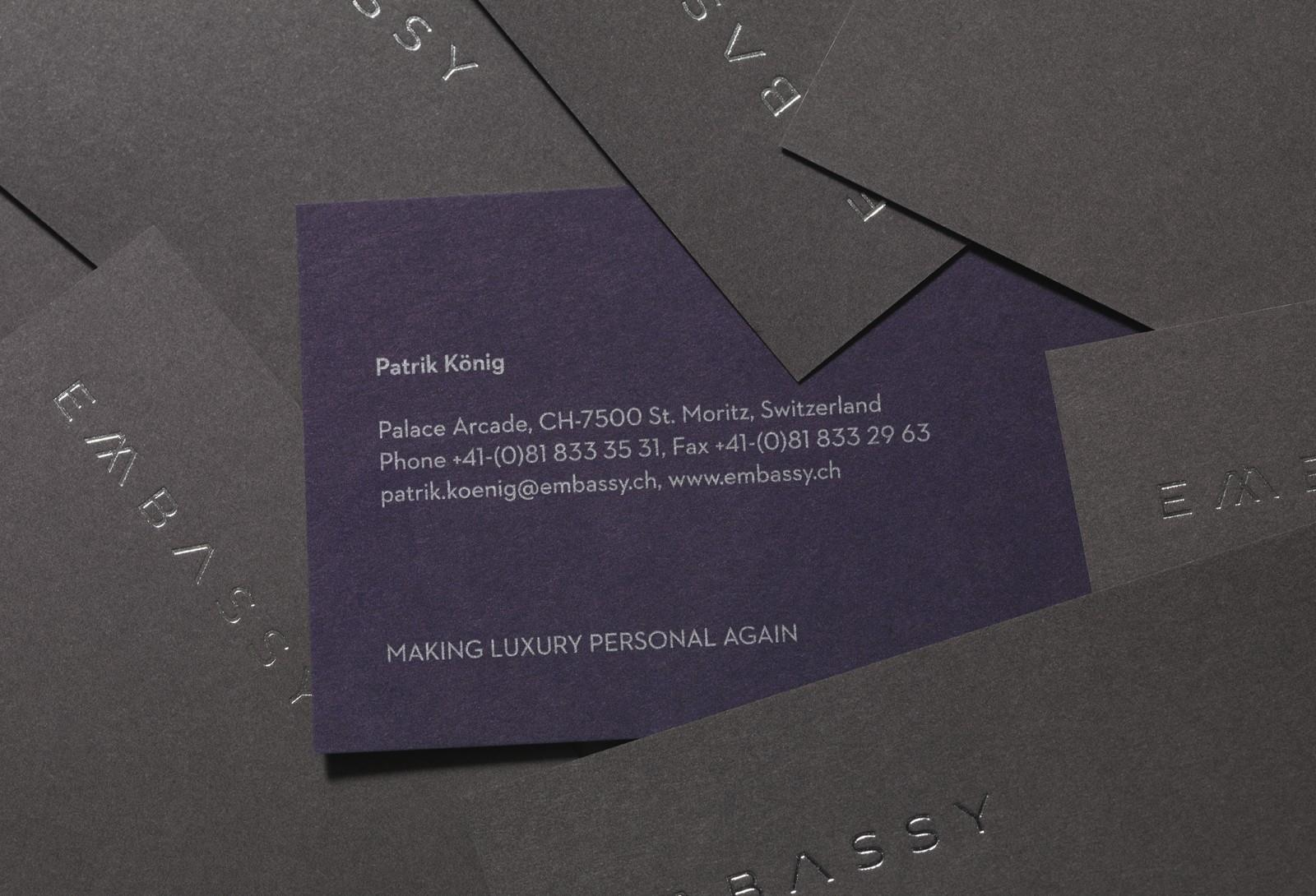 Embassy奢侈品零售品牌品牌形象设计,Embassy是瑞士康尼锡家族的零售品牌。提供高端手表、珠宝、艺术品和古董,夫妇用传统价值观和新思维来创建最终的奢侈品客户体验。Embassy将自己定位成一个公司,为其客户把梦想变成现实。品牌需要重新塑造形象, 解决方案需要简单、低调但同时灌输一种真正的卓越。  解决方案灵感来自于邻近的雪山上流下来的紫花苜蓿原始的Embassy创建新品牌呼应了形状,颜色和轮廓的城市和风景。 开发了一个新的摄影风格,不仅强调产品的丰富性和质量打折也是公司背后的人和地方。